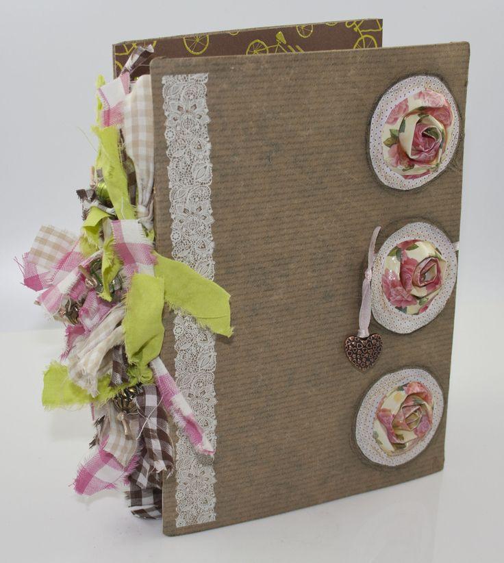 Art Journal gemaakt van oude verjaardagskaarten en kerstkaarten....