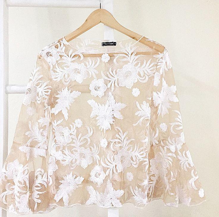 Blusa CAMILA / color blanco @anaarangodesign en instagram