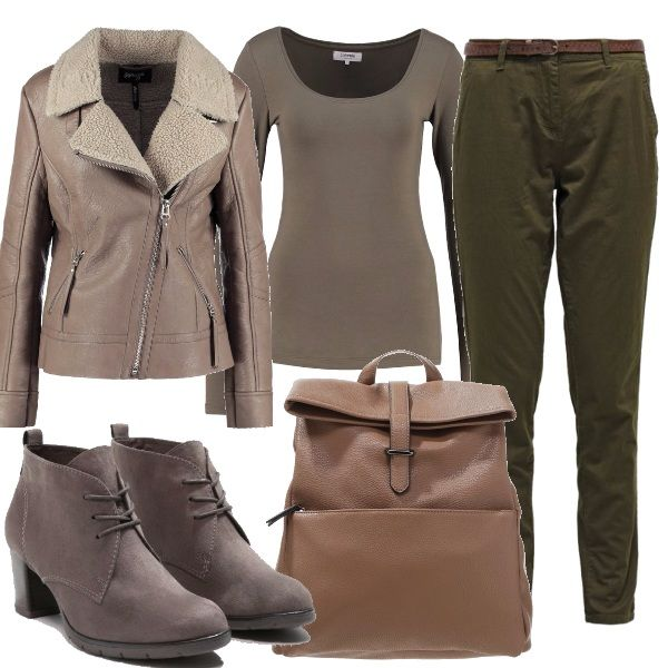 Belle tonalità della natura in questo outfit, giubbotto taglio moto con pelo, pantaloni cargo, stivaletti col tacco grosso e zaino, i colori autunnali mischiati fra loro.