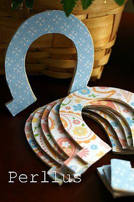 ModPodge  Horseshoes..cowgirl birthday invitations  Cartón y tela en forma de herradura... Invitaciones cumple de vaquera.