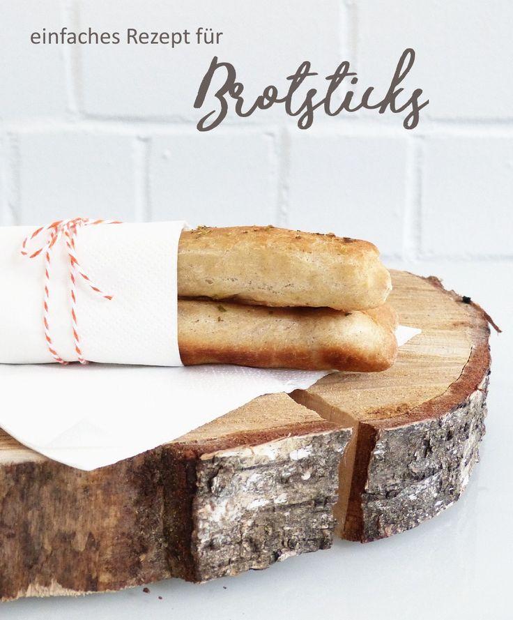 Einfaches Rezept, mit dem du leckere Brotsticks backen kannst. Toll mit Dips als Snack, als Beilage für Suppen oder als Fingerfood.