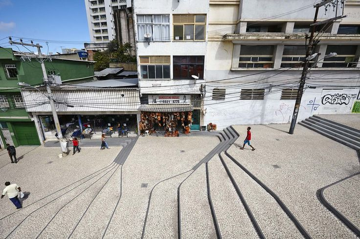 The project organizes the entrances to the buildings that face the slope at different levels and also considers the tranquil flow of customers that attend the local street market with the intense pedestrian flow towards the bus terminal. By creating a distinct topographic design, new paths with different speeds and open plateaus for permanency are created.