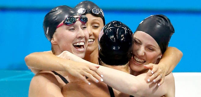 US swimmers celebrate after winning gold in the women's 4x200-meter freestyle relay.