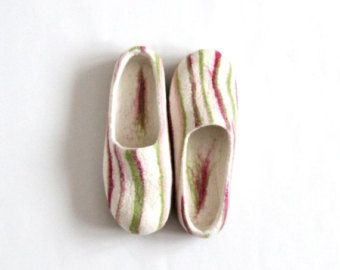 Women house shoes - felted wool slippers - Wedding gift - purple / violet with…