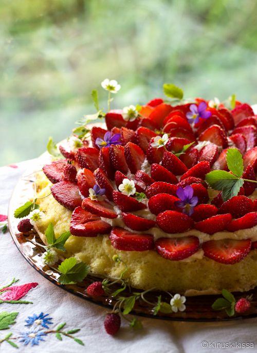 Mummin mansikkatorttu #resepti #leivonta #torttu #kakku #kesä #mansikka