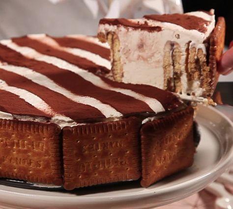 Montez la crème liquide bien froide avec un batteur électrique.Quand la chantilly est montée, ajoutez le mascarpone, le miel et un cuillère de Nutella. Mélangez et déposez au frigo quelques minutes. Disposez les biscuits à plat et étalez une cuill...