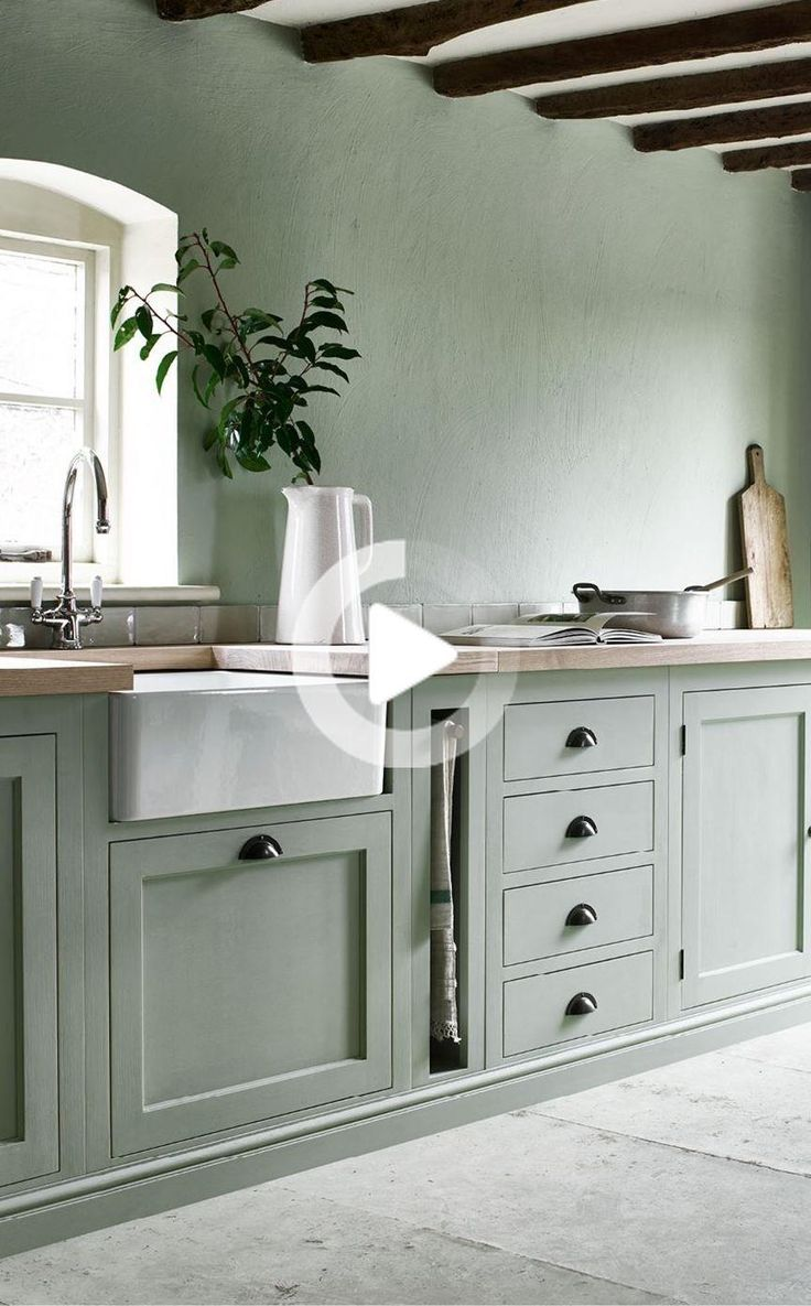 Hoe om te versieren met groene verf kleuren   Sage green kitchen ...
