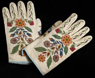 Métis embroidered gloves-stunning
