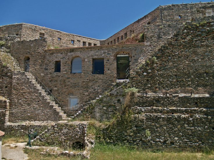 Inside the Byzantine Eptapyrgio Fortress. (Walking Thessaloniki, Route 08 - Seven Towers)