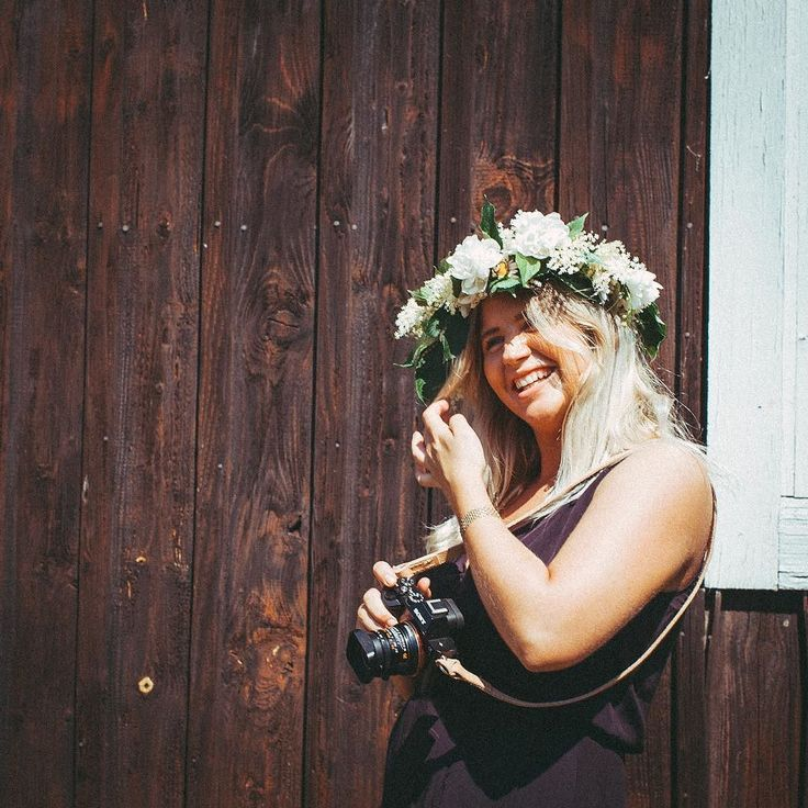 The pickled herring is on the table the maypole is erected and the flowery wreaths sits comfortably on our heads. From all of us at Remmen have a happy Midsummer's eve! -- #midsummer #midsommar #RemmenStraps #RemmenNatural #MadeinSweden #CameraStrap #LeatherStrap #35mm #Summicron #Leica #sonya7 #sony