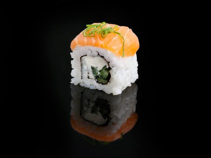 Salmon Philadelphia / salmon, cucumber, Philadelphia cheese and fresh onion