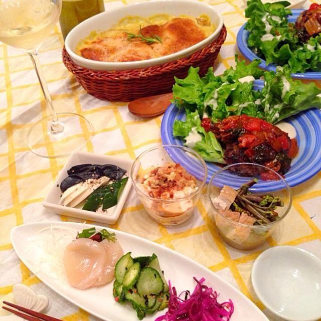 ドフィノア(ジャガイモのチーズ焼き) 昔良く食べたフレンチの付け合わせを懐かしくなり再現  ⚫︎カロリーダウンと手軽な手法⚫︎ 生クリーム→牛乳 ブリーチーズ→溶けるチーズとコーンスープの素  手こねハンバーグは、ふっくら焼き 後は簡単前菜です〜 - 74件のもぐもぐ - ふっくらハンバーグとドフィノア by nana7fufufu
