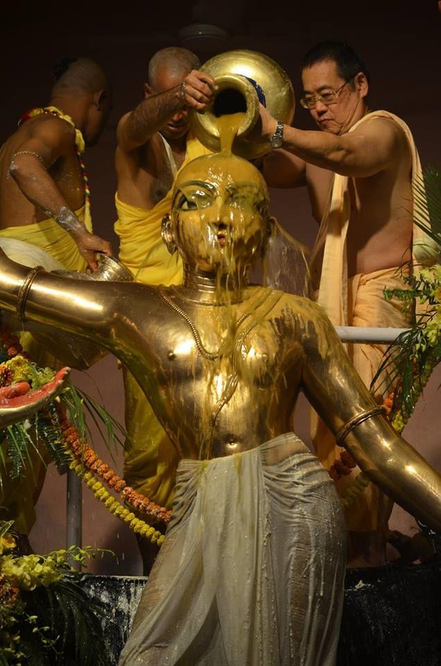 Ecstatic Pancha-Tattva Maha-Abhiseka ceremony in Mayapur with more than 10.000 devotees present! (Album 19 photos)