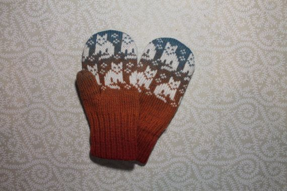 Exclusive hand-made children mittens with cat pattern by LanaNere