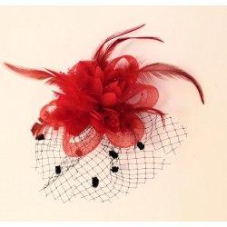 Becco per capelli o spilla con fiore rosso in tessuto, organza e piume con veletta nera per acconciature sposa, matrimonio