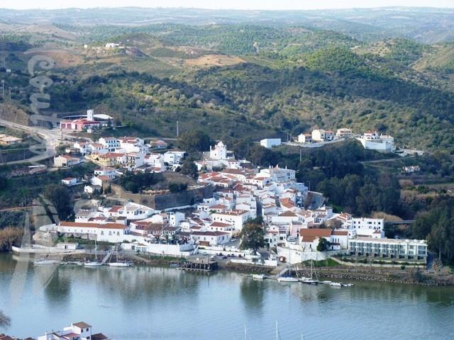 Vila de Alcoutim, vista de Sanlúcar de Guadiana