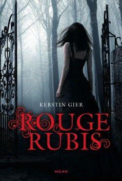 BM - Rouge Rubis - Gier Kerstin - 3 Tomes - 2014 - Tome 1 : 349p - Gwendolyn est une lycéenne comme les autres. Bon d'accord, elle voit les fantômes dans les couloirs de son lycée. Elle est de ceux qui voyagent à travers les âges pour accomplir de mystérieuses missions.