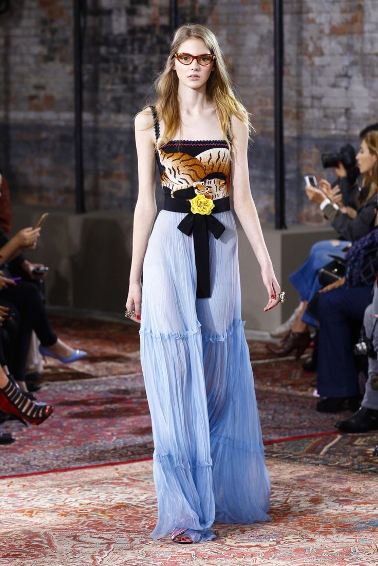 Gucci - Resort 2016 - Look 4 of 62?url=http://www.style.com/slideshows/fashion-shows/resort-2016/gucci/collection/4