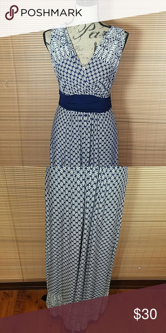 Stitch fix maxi dress Navy and white flower patterns.  Stretchy,  very flattering gilli Dresses Maxi