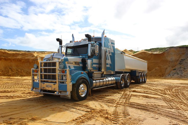 Our big blue BABY! The Kenworth T950!