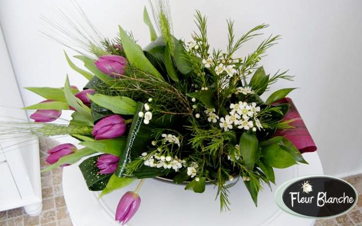 Aranjament prezidiu Valse de Tulipes- simte valsul dragostei  http://www.florariafleurblanche.ro/produs/aranjament-prezidiu-valse-de-tulipes