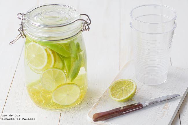 Cómo aromatizar vodka para cócteles. Seguro que si sois aficionados a tomar o preparar bebidas especiales en verano, o simplemente para mezclas más simples, pero con tu toque especial, os encantará esta receta para aprender cómo aromatizar vodka para nuestros cócteles.