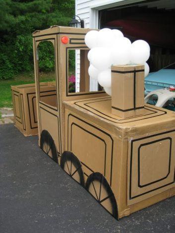 Pense bem antes de jogar fora caixas de papelão ou o rolinho de papel higiênico. Eles podem render brinquedos incríveis! Trenzinho