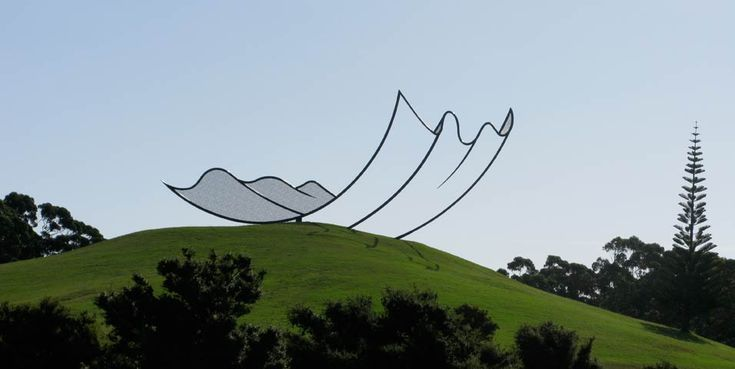 Dawson's interpretation of how to manipulate the natural landscape of Gibbs Farm is perfect– the sculpture is stunning in its simplicity and graceful curves, and it retains an air of mystery as the sky changes shades behind it.