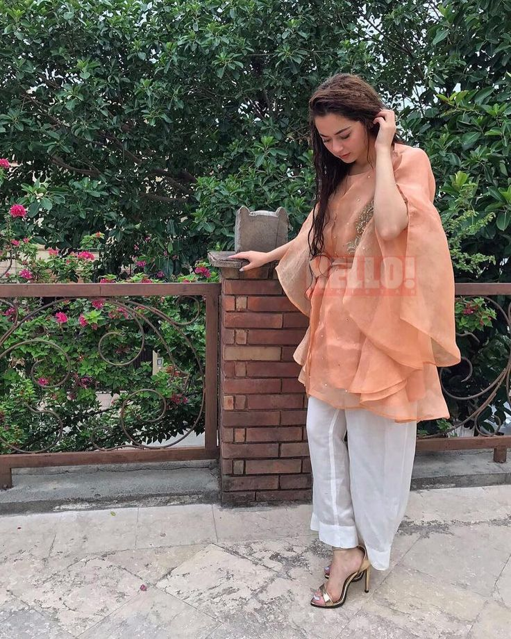 """1,375 Likes, 1 Comments - HELLO! Pakistan (@hellopakistan) on Instagram: """"What the celebs did on #Eid! 😍☉💕 ➡ #Yasir, #sanajaved, #asimazhar and #muneebbutt hanging out!…"""""""