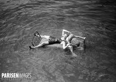 Pantomime nautique : expérience de matelas flottant sur la Seine. Paris, juillet 1914.