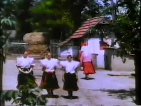 Rural life VIDEO from Hungary (1939)....can't get over the very non Hungarian la la la at the end....!