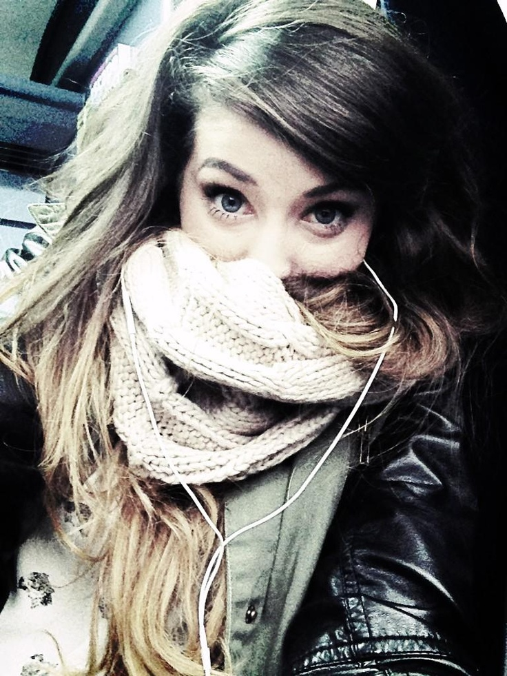 Zoella: awkward intros. Ah i want to be her.