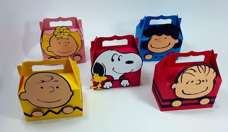 A turma do Snoopy veio pra alegrar a sua festinha com estas lindas caixinhas do tipo lancheirinha! O Charlie Brown, o Snoopy, o Woodstock, o Linus, a Sally e a Lucy vão brincar com você. Festa Snoopy
