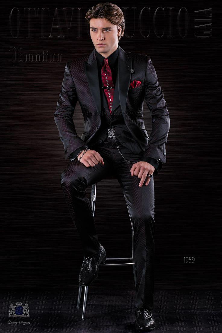 Traje de moda italiano a medida negro microdiseño rojo con solapa punta y 1 botón fantasía en tejido mixto lana. Traje de moda 1959 Colección Emotion Ottavio Nuccio Gala.