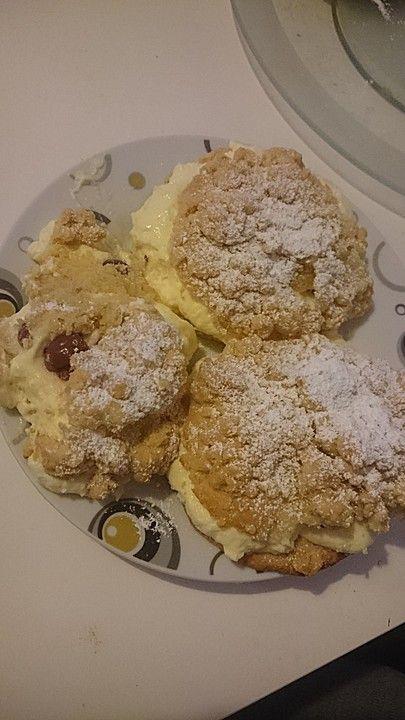 Streuselteilchen mit Sahnepudding und Kirschfüllung, ein schönes Rezept aus der Kategorie Kuchen. Bewertungen: 9. Durchschnitt: Ø 4,3.
