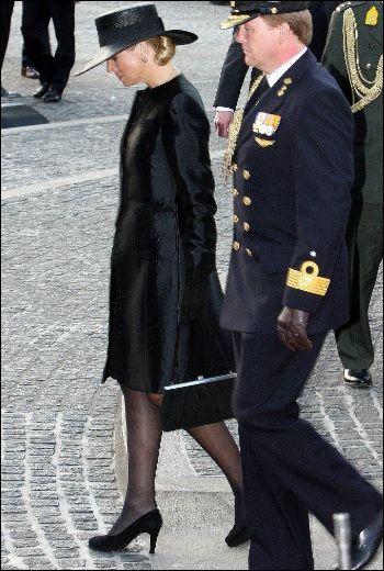 Kleding koningin Máxima tijdens dodenherdenking   ModekoninginMaxima.nl