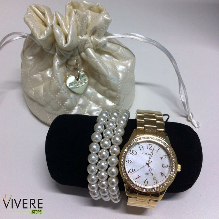 Um belo relógio sempre dá um up nas produções, sejam elas femininas ou masculinas. Para as mulheres, esse acessório pode ser usado também em combinação com outros elementos, como é o caso das pulseiras! Aqui na Vivere Store você encontra muitos modelos de relógios! #VivereStore