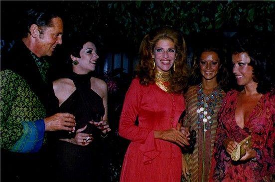 El barón Redé, la famosa artista Lizza Minelli, la baronesa Elena Rothschild, Jaky Hohenlohe y su herman Mara Lane en la inauguración de Puerto Banús.
