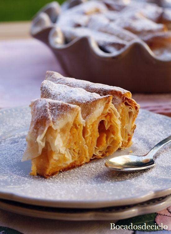 Sigo con recetas otoñales y de boniato. La banitsa es un pastel búlgaro del que ya os he mostrado varias versiones: la clásica de q...