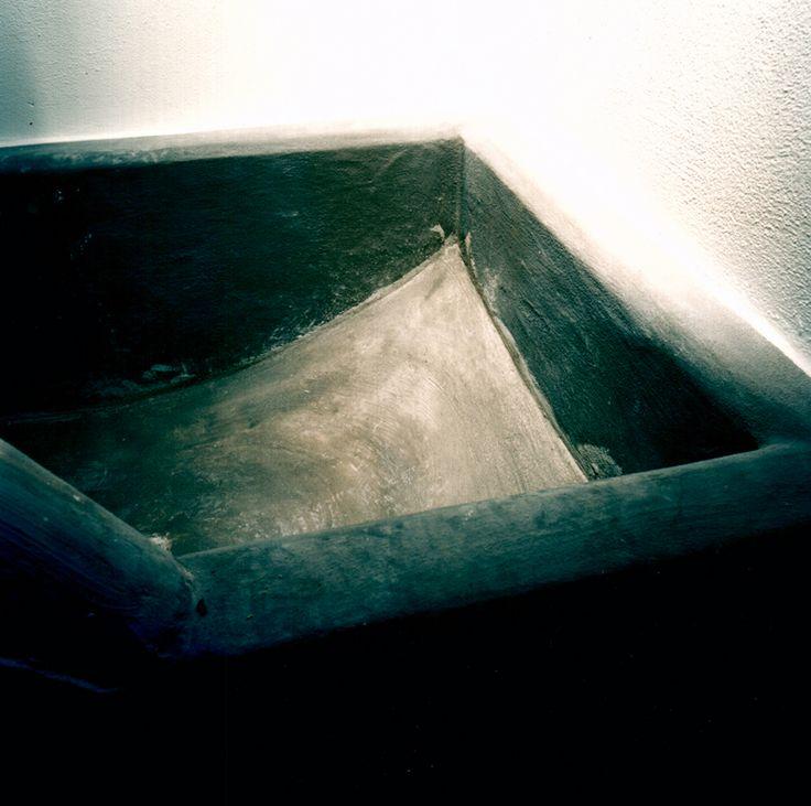 Particolare, vasca da bagno in cemento, 2004