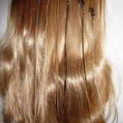 Rooster feather clip-in met 3 luxe dunne hanenveren  Rooster Feather clip-in bestaande uit drie RF007 Rooster Feather Hair Extensions.  Voor elke clip-in kies je de hoofdkleur, aangevuld door Blitzzzz met bijpassende veren voor een unieke, modieuze clip-in.  Keuze uit 9 kleuren Eenvoudig in het haar te bevestigen  Te bestellen via http://www.blitzzzz.nl/products-page/rooster-feather-sieraden/s018-rooster-feather-clip-in-met-luxe-dunne-hanenveren/