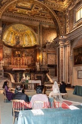 Intimate Church wedding in Rome