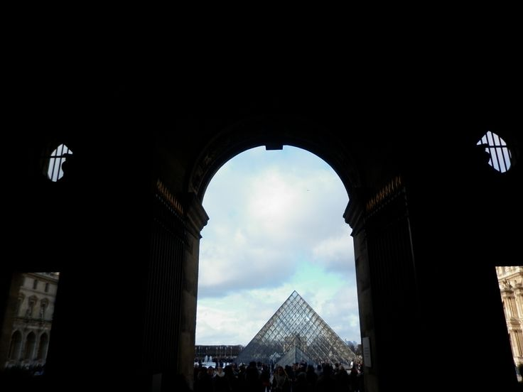 Pirámide Louvre