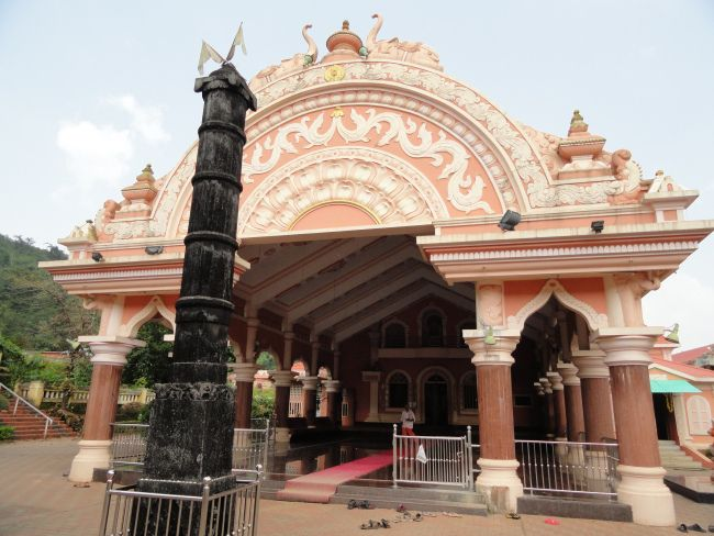 Mahalaxmi Temple Goa – A Konkani Temple - The #Mahalaxmi_Temple is situated in the village of #Bandode that is around 4 kilometers from Ponda and is one of the major tourist #attractions of Goa. Mahalaxmi is the presiding deity and is considered the adobe of the original goddess.