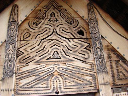 marron houtsnijwerk
