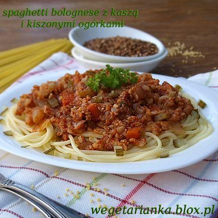 spaghetti bolognese z kaszą i kiszonymi ogórkami