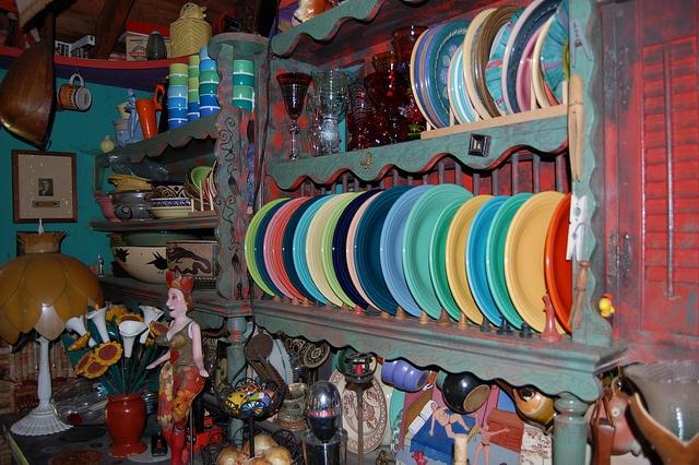 Multicoloured plates