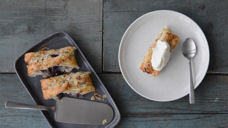 En nem, hurtig og wienerstang, når der kommer uventede gæster eller trangen til en sød bid til kaffen melder sig. Blåbær giver et syrligt modspil til den søde remonce og fede butterdej.