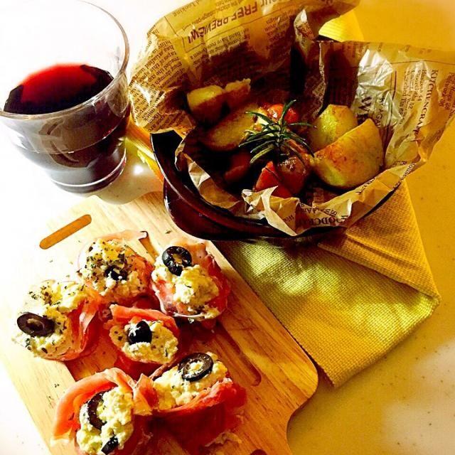 明日はお休みー  頂きまーす - 130件のもぐもぐ - お豆腐にクリチ、黒オリーブ、スイートバジルまぜまぜ、プロシュート包み、ローズマリーガーリックチリパウダーポテト! by Tina Tomoko