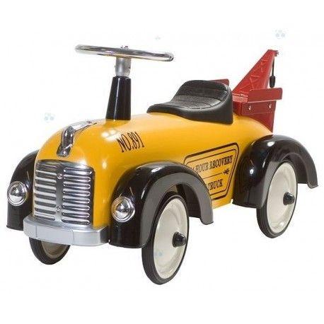 Ten piękny Jeździk Retro Roller opiera się na stylu samochodów policyjnych z przeszłości. Przeznaczony dla chłopców jak i dziewcząt.  Godzinne zabawy gwarantowane, można nim jeździć zarówno w domu, jak i na zewnątrz.  Samochód wykonany jest z mocnej blachy, natomiast kierownica, siedzenie i elementy kół wykonane są z twardego tworzywa. Jeździk posiada przednią skrętną oś oraz gumowane koła, dzięki czemu nie będzie hałasował i nie porysuje podłogi.
